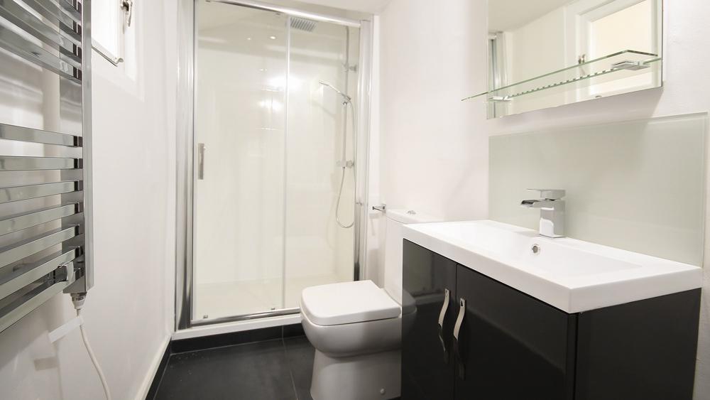 Μπάνιο με ντουζιέρα